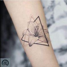 Fine line geometric illustration hon tattoo Water Lily Tattoos, Lily Flower Tattoos, Mini Tattoos, Small Tattoos, Cool Tattoos, Small Lily Tattoo, Tatoos, Modern Tattoos, Simplistic Tattoos