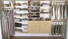une armoire de rangement en bois avec des étagères et tiroirs