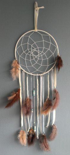 Foto: Dromenvanger, heel makkelijk zelf te maken :). Geplaatst door dominique21 op Welke.nl Native American Crafts, Hair And Nails, Nativity, Dream Catcher, Diy Crafts, Display, Projects, Home Decor, Stage
