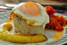 Arròs a la cubana amb ou i plàtan