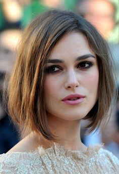 The Long Bob is the perfect hairstyle for Keira Knightley& expressive face. She wears her Long Bob intentionally crumpled with side crest. The post Long Bob by Keira Knightley appeared first on Fox. Oblong Face Hairstyles, Long Bob Hairstyles, Cool Haircuts, Short Hairstyles For Women, Worst Hairstyles, Square Shaped Face Hairstyles, Popular Haircuts, Oval Face Haircuts Short, Hairstyles 2018