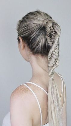 The DNA braid is THE braid for Summer, and I am so excited to share this hair tutorial. This braid was giving me serious Wonder Woman vibes, by the way...