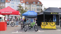 Mobilitätsfest Kiel Blücherplatz   Mobilitätsfest auf dem Blücher - Am 17.09.2017 ab 11.00 Uhr fand auf dem Blücherplatz Kiel das Mobilitätsfest mit buntem Programm für die ganze Familie statt.  Dabei ging es rund um das Thema umweltfreundliche und CO2-arme Mobilität.  Während des Fests das zeitlich in der Europäischen Mobilitätswoche liegt dürfen Fahrräder Pedelecs und Lastenräder getestet werden. Informiert wird auch über Scuddys Elektroroller E-Motorroller E-Autos öffentliche…