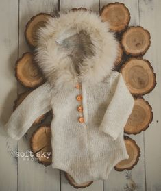 Super cute hooded onesie in Eskimo style.wool