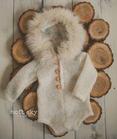 Super cute hooded onesie in Eskimo style.wool