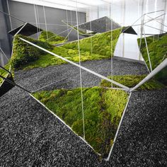moistSCAPE | Henry Urbach Gallery | NYC | 2004 |  Three-dimensional steel matrix inset with panels of living mosses and enclosed within by translucent volume