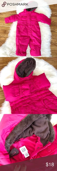 New Baby Toddler Gap Snow Suit 6-12m Only wore once Gap snow ski Suit Bunting.  Size: 6-12mo Waterproof outside and fleece lining inside with detachable mittens and booties. Clean smoke free home! Fast shipping! GAP One Pieces Bodysuits