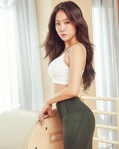 Your source of daily updates related to Kang Jihyun known as Soyou. Sistar Kpop, Sistar Soyou, South Korean Girls, Korean Girl Groups, Korean Star, Athletic Women, Beautiful Asian Girls, Asian Woman, Korea