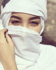 Beautiful Muslim Women, Beautiful Hijab, Beautiful Eyes, Arab Girls, Muslim Girls, Muslim Couples, Hijabi Girl, Girl Hijab, Hijab Dpz