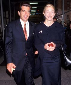 The Carolyn Bessette Kennedy No One Knew: Her Glamorous Life and Passionate Love Story with JFK Jr. John Kennedy Jr., Os Kennedy, Carolyn Bessette Kennedy, Caroline Kennedy, Carole Radziwill, John Junior, Jfk Jr, New Wife, Glamour