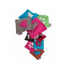Un jouet pour chat en forme de coussin et rempli de racine de valériane séchée #regardfelinlaboutique