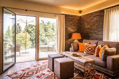 Die Chalets - Golden Hill – Urlaubsglück in St. Golden Hill, Spa, Windows, Bergen, Room, Furniture, Home Decor, Chalets, Stone Fox