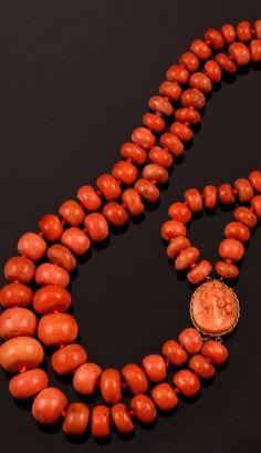 Collana di corallo a due fili fermezza con cammeo Fili, Decorative Objects, Beaded Necklace, House, Jewelry, Ideas, Fashion, Beaded Collar, Moda