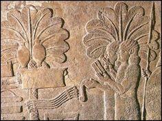 Imagen cortesana procedente del Palacio de Senaquerib en Nínive, S. VIII-VII a.C. París, Museo Británico.  Los relieves del palacio de Asurbanipal en Nínive presenta escenas que desarrollan un programa de exaltación de la Monarquía. Estaban dotados de una gran calidad técnica.