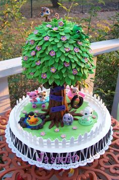I want this for my b day, tooooooo cute I love tree forts and playing in the woods with my pets!