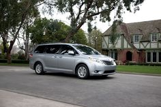Toyota Sienna Minivan Stays Strong During Toyota's 2014 August Sales
