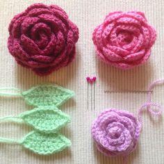 Making roses  #crochet #littlerainbowcrochet #crochetroses #crochetflowers #appliques #roses #crochetrose #prettythings #crochetlove #crochetersofinstagram #stylecraftspecialdk #crafting #craftersofinstagram #craftsposure #artsandcrafts #handmade #homemade by littlerainbowcrochet