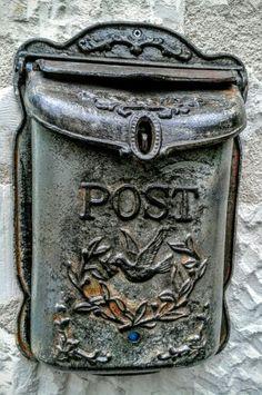 Boîte aux lettres à Faye la Vineuse