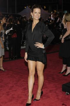 Kate Beckinsale She is a smoking hot woman, stylish and has a great body with great legs. You can typically find her wearing towering high heels which is always appealing! Kate Beckinsale, Beautiful Legs, Most Beautiful Women, Beautiful Celebrities, Beautiful Actresses, Talons Sexy, Sexy Legs, Dame, Sexy Women