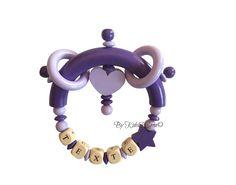 Hochet personnalisé au nom de bébé violet mauve : Puériculture par kidsandcrea