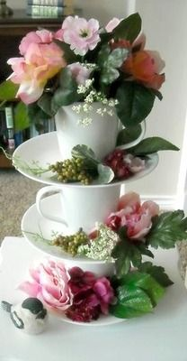<3<3  (Very sweet display that would be great for an mid morning tea party)
