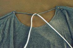 WobiSobi: Open Back, No Sew Tee-Shirt. DIY Diy Shirts No Sew, Sewing Shirts, T Shirt Diy, Tee Shirt, Denim Crafts, Sewing Stitches, Diy Fashion, Fashion Design, Cut Shirts