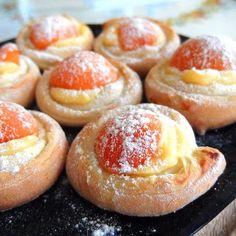 Když pečete s láskou, pozná se to na první ochutnání. Vybíráte jen ty nejlepší suroviny. Mouka, na jejíž kvalitu se můžete spolehnout při každodenním pečení a vaření, je Babiččina volba. Czech Recipes, Russian Recipes, Healthy Dessert Recipes, Breakfast Recipes, Challa Bread, Small Desserts, Bread Cake, Pavlova, Sweet And Salty