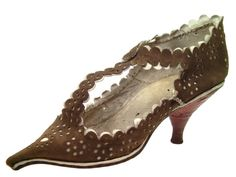 Woman's shoe, c. 1680, Musée international de la Chaussure.