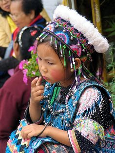 they have beautiful clothes the Hmong people Chiang Mai - Hill Tribes
