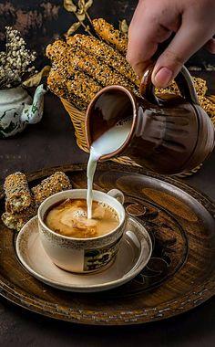 Coffee Decor Photography - - Coffee Sayings Shirts - - Coffee Logo Simple - Coffee Love, Coffee Art, Coffee Break, Coffee Cups, Coffee Shop, Cafe Rico, Coffee Presentation, Café Chocolate, Fresh Roasted Coffee
