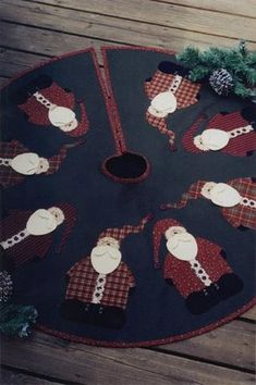 Rocking Around the Christmas Tree - tree skirt pattern Xmas Tree Skirts, Christmas Tree Skirts Patterns, Christmas Sewing, Christmas Projects, Christmas Crafts, Christmas Quilting, Applique Quilt Patterns, Felt Applique, Homemade Christmas
