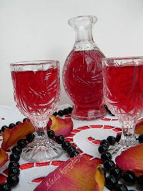 Aleda konyhája: Rózsalikőr Cocktail Drinks, Cocktails, Milkshake, Drinking Tea, Punch Bowls, Liquor, Barware, Biscotti, Recipies