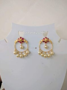 Gold Jewelry Design In India Indian Jewelry Earrings, Gold Jhumka Earrings, Jewelry Design Earrings, Gold Earrings Designs, Gold Jewellery Design, India Jewelry, Bridal Jewelry, Gold Jewelry, Jewelry Shop