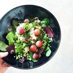 Nieuwe menukaart! Met deze salade Biet & Druif en heel veel andere salades, sapjes en boterhammen! #saladebar #onderdeleidingstraat #lentemenu #strijps