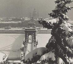 Behevazott Budapest a Lánchíddal harmincas évekből. Budapest Winter, Winter Photos, Winter Wonder, Budapest Hungary, Old Pictures, Holidays And Events, Romania, Vintage Photos, Paris Skyline