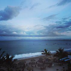 Good morning from #puertovallarta  // #buenasdias #oceanfront #mexico #cjrebecky