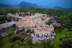 Oberoi Hotels & Resorts in Udaipur presents The Oberoi Udaivilas, a multi award winning, five star luxury hotel resort spanning 50 acres on the banks of Lake Pichola. Wow Travel, Asia Travel, Travel Tourism, The Oberoi, Unusual Hotels, Heritage Hotel, Visit India, Best Wedding Planner, Hotels And Resorts