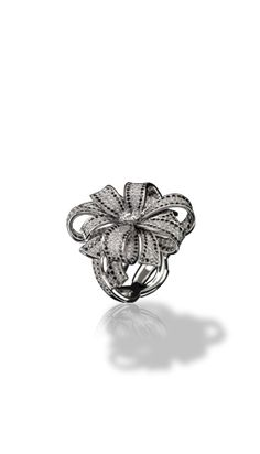 1932 ring in 18k white gold, white and black diamonds. 1932 CHANEL