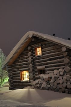 Old Cabins, Cabins And Cottages, Cabins In The Woods, House In The Woods, Log Cabin Living, Log Cabin Homes, Winter Cabin, Cozy Cabin, Winter House