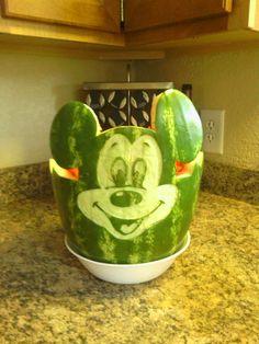 Mickey Mouse Watermelon Mickey Mouse Food, Mickey Mouse Clubhouse, Mickey Mouse Birthday, Watermelon Art, Watermelon Carving, Wedding Snacks, Disney Pumpkin, Mango, Mickey Party