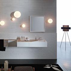 LUNAR Italienische Deckenleuchte mit Opalkugel. Die Leuchten eignen sich bestens zur Beleuchtung im Bad.