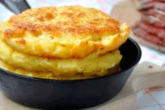 Ideas for cheese bread loaf breakfast Bulgarian Recipes, Russian Recipes, Cheese Recipes, Cooking Recipes, Naan, Vegetarian Recepies, Breakfast Recipes, Dessert Recipes, Corn Cakes