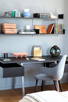 La oficina es una de las áreas más importantes de la residencia.