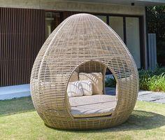 Mobiliario de exterior, realizado en mimbre - Outdoor furniture