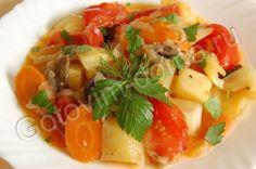 рецепт Рагу из овощей      кабачки - 1-2 шт,     баклажаны - 1-2 шт,     болгарский перец - 3 шт,     морковь - 2 шт,     лук репчатый - 2-3 шт,     помидоры - 3 шт,     петрушка или кинза,     соль,     перец,     гвоздика - 2 шт,     корица