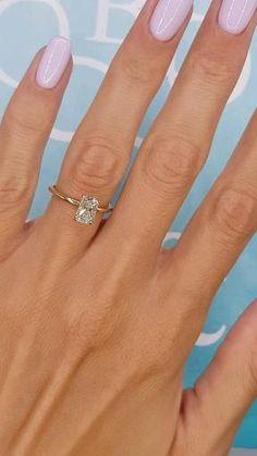 Gold Band Engagement Rings, Radiant Cut Engagement Rings, Beautiful Engagement Rings, Wedding Rings, Different Engagement Rings, Gold Band Ring, Halo Rings, Ring Verlobung, 1 Carat Diamond Ring