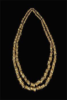 | Necklace MOCHE culture North coast 100 – 800 AD gold  80.0 (h) cm Museo Oro del Perú, Lima