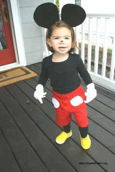 ▷ 1001 + ideas for simple Halloween costumes to borrow - make a little Mickey Mouse costume yourself from a little girl simple Halloween costumes - Mickey Mouse Kostüm, Disfraz Mickey Mouse, Mickey And Minnie Costumes, Easy Halloween Costumes Kids, Diy Costumes, Halloween Halloween, Unicorn Halloween, Scary Costumes, Creative Costumes