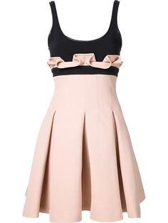Must have - Kleid Für besondere Tage: Das rosa-schwarz plissierte Kleid von David Koma.