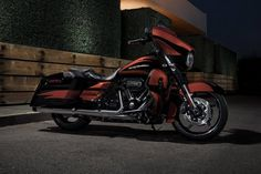 Let your eyes take a run over the 2017 Harley-Davidson® CVO™ Street Glide® in this photo gallery. Harley Davidson Street Glide, Harley Davidson Cvo, Harley Davidson Museum, Harley Davidson Motorcycles, Buy Bike, Bike Run, Road King, American Motorcycles, Model